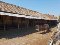 Продавам селскостопанска постройка